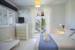 Спальня. Кипр, Нисси Бич : Вилла на берегу моря с 2-мя спальнями, потрясающим внутренним двориком, в окружение сада и великолепным видом на море