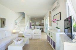 Гостиная. Кипр, Нисси Бич : Вилла на берегу моря с 2-мя спальнями, потрясающим внутренним двориком, в окружение сада и великолепным видом на море