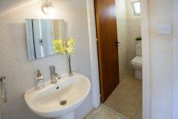Туалет. Кипр, Перволия : Уютная вилла с 2-мя спальнями, с зеленым двориком и патио с барбекю