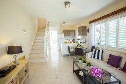 Гостиная. Кипр, Перволия : Уютная вилла с 2-мя спальнями, с зеленым двориком и патио с барбекю
