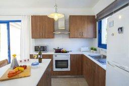 Кухня. Кипр, Пернера : Вилла в греческом стиле с 2-мя спальнями с меблированный уютным патио и барбекю