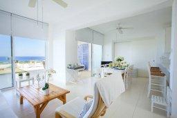 Гостиная. Кипр, Коннос Бэй : Вилла на берегу моря в  традиционном стиле Греческих островов, с просторным красивым садом и меблированной террасой с барбекю