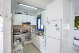 Кухня. Кипр, Пернера : Уютная вилла с 2-мя спальнями рядом с пляжем Sirina Bay,  с бассейном, меблированным патио с барбекю