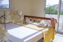Спальня. Кипр, Каппарис : Уютная вилла с 2-мя спальнями, с зелёным двориком и барбекю, находится всего в нескольких минутах ходьбы от пляжа Malama