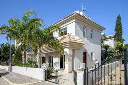 Фасад дома. Кипр, Каппарис : Уютная вилла с 2-мя спальнями, с зелёным двориком и барбекю, находится всего в нескольких минутах ходьбы от пляжа Malama