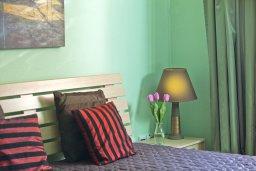 Спальня. Кипр, Центр Айя Напы : Уютный апартамент с отдельной спальней и приватным садом с барбекю