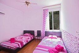 Спальня 2. Кипр, Нисси Бич : Великолепная современная вилла с 4-ся спальнями, с бассейном и солнечной террасой с патио, расположена в нескольких минутах ходьбы от знаменитого пляжа Nissi Beach