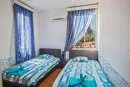 Спальня 3. Кипр, Нисси Бич : Великолепная современная вилла с 4-ся спальнями, с бассейном и солнечной террасой с патио, расположена в нескольких минутах ходьбы от знаменитого пляжа Nissi Beach