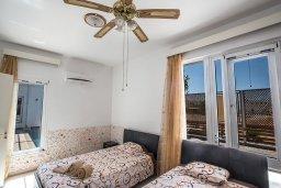 Спальня 4. Кипр, Нисси Бич : Великолепная современная вилла с 4-ся спальнями, с бассейном и солнечной террасой с патио, расположена в нескольких минутах ходьбы от знаменитого пляжа Nissi Beach