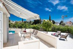 Балкон. Кипр, Нисси Бич : Прекрасная вилла с 4-мя спальнями, с большим бассейном, солнечной террасой с патио и барбекю