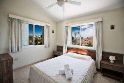 Спальня. Кипр, Нисси Бич : Прекрасная вилла с 4-мя спальнями, с большим бассейном, солнечной террасой с патио и барбекю