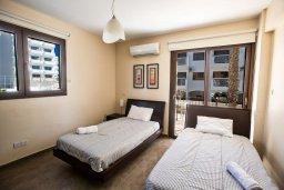 Спальня 2. Кипр, Центр Айя Напы : Современный просторный апартамент с большой гостиной, двумя отдельными спальнями и террасой, в комплексе с общим бассейном