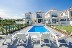 Бассейн. Кипр, Ионион - Айя Текла : Потрясающая вилла на берегу моря с 3-мя спальнями, с бассейном, с террасой и панорамным видом на Средиземное море