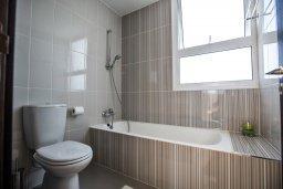 Ванная комната. Кипр, Каппарис : Современная и роскошная вилла с 3-мя спальнями, с просторным бассейном, патио и барбекю