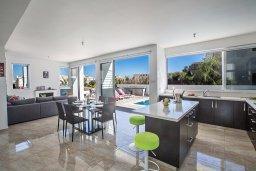 Гостиная. Кипр, Каппарис : Потрясающая современная вилла с 3-мя спальнями, с просторным бассейном, солнечной террасой с патио и барбекю
