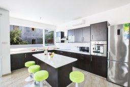 Кухня. Кипр, Каппарис : Потрясающая современная вилла с 3-мя спальнями, с просторным бассейном, солнечной террасой с патио и барбекю