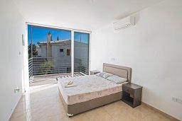 Спальня 3. Кипр, Каппарис : Потрясающая современная вилла с 3-мя спальнями, с просторным бассейном, солнечной террасой с патио и барбекю
