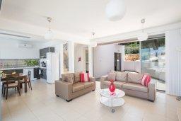 Гостиная. Кипр, Лачи : Потрясающая вилла с 3-мя спальнями, с панорамным видом на море и горы Troodos, с бассейном и солнечной террасой