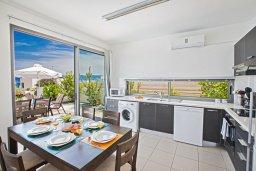 Кухня. Кипр, Лачи : Потрясающая вилла с 3-мя спальнями, с панорамным видом на море и горы Troodos, с бассейном и солнечной террасой