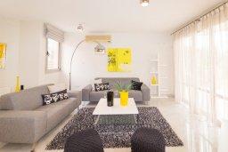 Гостиная. Кипр, Св. Рафаэль Лимассол : Вилла с бассейном и зеленым двориком, гостиная, 3 спальни, 2 ванные комнаты, барбекю, парковка, Wi-Fi