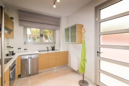 Кухня. Кипр, Св. Рафаэль Лимассол : Вилла с бассейном и зеленым двориком, гостиная, 3 спальни, 2 ванные комнаты, барбекю, парковка, Wi-Fi