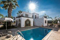 Фасад дома. Кипр, Санрайз Протарас : Потрясающая вилла с 3-мя спальнями,  с частным бассейном, тенистой верандой и традиционным барбекю, расположена у пляжа Marlita Beach