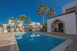 Бассейн. Кипр, Санрайз Протарас : Потрясающая вилла с 3-мя спальнями,  с частным бассейном, тенистой верандой и традиционным барбекю, расположена у пляжа Marlita Beach