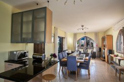Гостиная. Кипр, Санрайз Протарас : Потрясающая вилла с 3-мя спальнями,  с частным бассейном, тенистой верандой и традиционным барбекю, расположена у пляжа Marlita Beach