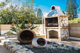 Территория. Кипр, Санрайз Протарас : Потрясающая вилла с 3-мя спальнями,  с частным бассейном, тенистой верандой и традиционным барбекю, расположена у пляжа Marlita Beach