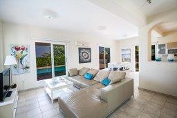 Гостиная. Кипр, Пернера Тринити : Потрясающая вилла с видом на море, с 3-мя спальнями, с бассейном, солнечной террасой с патио и барбекю