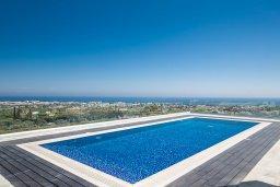Бассейн. Кипр, Санрайз Протарас : Шикарная вилла с панорамным видом на море, с 3-мя спальнями, с большим бассейном, солнечной террасой с патио и  барбекю