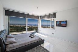 Спальня. Кипр, Санрайз Протарас : Шикарная вилла с панорамным видом на море, с 3-мя спальнями, с большим бассейном, солнечной террасой с патио и  барбекю