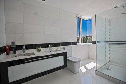 Ванная комната 2. Кипр, Санрайз Протарас : Шикарная вилла с панорамным видом на море, с 3-мя спальнями, с большим бассейном, солнечной террасой с патио и  барбекю