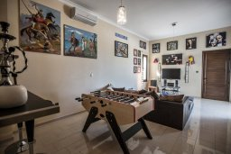 Развлечения и отдых на вилле. Кипр, Санрайз Протарас : Роскошная вилла с панорамным видом на море, с 7-ю спальнями, игровой комнатой, с большим бассейном, прекрасным садом с кухней и баром с барбекю