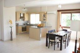 Кухня. Кипр, Писсури : Вилла с бассейном, большой гостиной, 3 спальни, 3 ванные комнаты, место для барбекю, дворик, парковка, Wi-Fi