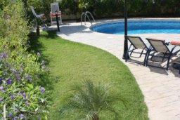 Терраса. Кипр, Писсури : Вилла с бассейном, большой гостиной, 2 спальни, 3 ванные комнаты, зеленый дворик, место для барбекю, парковка, Wi-Fi