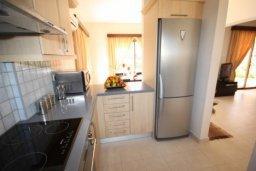 Кухня. Кипр, Писсури : Вилла с бассейном, большой гостиной, 2 спальни, 3 ванные комнаты, зеленый дворик, место для барбекю, парковка, Wi-Fi