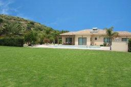 Территория. Кипр, Писсури : Вилла с бассейном и большой зеленой лужайкой, 3 спальни, 3 ванные комнаты, место для барбекю, парковка, Wi-Fi