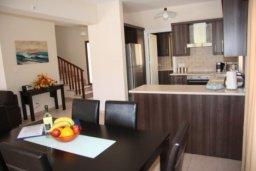 Кухня. Кипр, Писсури : Двухэтажная вилла с бассейном и зеленым двориком, большая гостиная, 3 спальни, 3 ванные комнаты, место для барбекю, парковка, Wi-Fi