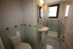 Ванная комната 2. Кипр, Писсури : Двухэтажная вилла с бассейном и зеленым двориком, большая гостиная, 3 спальни, 3 ванные комнаты, место для барбекю, парковка, Wi-Fi