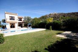 Территория. Кипр, Писсури : Двухэтажная вилла с бассейном и зеленым двориком, большая гостиная, 3 спальни, 3 ванные комнаты, место для барбекю, парковка, Wi-Fi