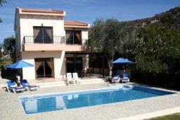 Фасад дома. Кипр, Писсури : Двухэтажная вилла с бассейном и зеленым двориком, большая гостиная, 3 спальни, 3 ванные комнаты, место для барбекю, парковка, Wi-Fi
