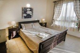 Спальня. Кипр, Пейя : Великолепная вилла с видом на море, с 3-мя спальнями, с бассейном, солнечной террасой и барбекю