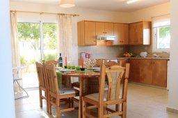 Кухня. Кипр, Аргака : Уютная вилла с видом на море, с 3-мя спальнями, с бассейном и барбекю, расположена сего в 50 метрах от песчаного пляжа Argaka
