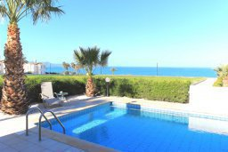 Бассейн. Кипр, Аргака : Уютная вилла с видом на море, с 3-мя спальнями, с бассейном и барбекю, расположена сего в 50 метрах от песчаного пляжа Argaka