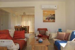 Гостиная. Кипр, Аргака : Уютная вилла с видом на море, с 3-мя спальнями, с бассейном и барбекю, расположена сего в 50 метрах от песчаного пляжа Argaka