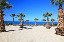 Ближайший пляж. Кипр, Аргака : Комфортабельная вилла с видом на море, с 2-мя спальнями, с бассейном и барбекю, расположена сего в 50 метрах от песчаного пляжа Argaka