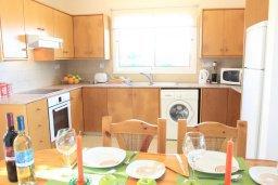 Кухня. Кипр, Аргака : Комфортабельная вилла с видом на море, с 2-мя спальнями, с бассейном и барбекю, расположена сего в 50 метрах от песчаного пляжа Argaka