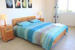 Спальня. Кипр, Аргака : Комфортабельная вилла с видом на море, с 2-мя спальнями, с бассейном и барбекю, расположена сего в 50 метрах от песчаного пляжа Argaka