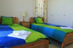 Спальня 2. Кипр, Аргака : Комфортабельная вилла с видом на море, с 2-мя спальнями, с бассейном и барбекю, расположена сего в 50 метрах от песчаного пляжа Argaka